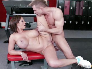 Секс с пышногрудой блондинкой